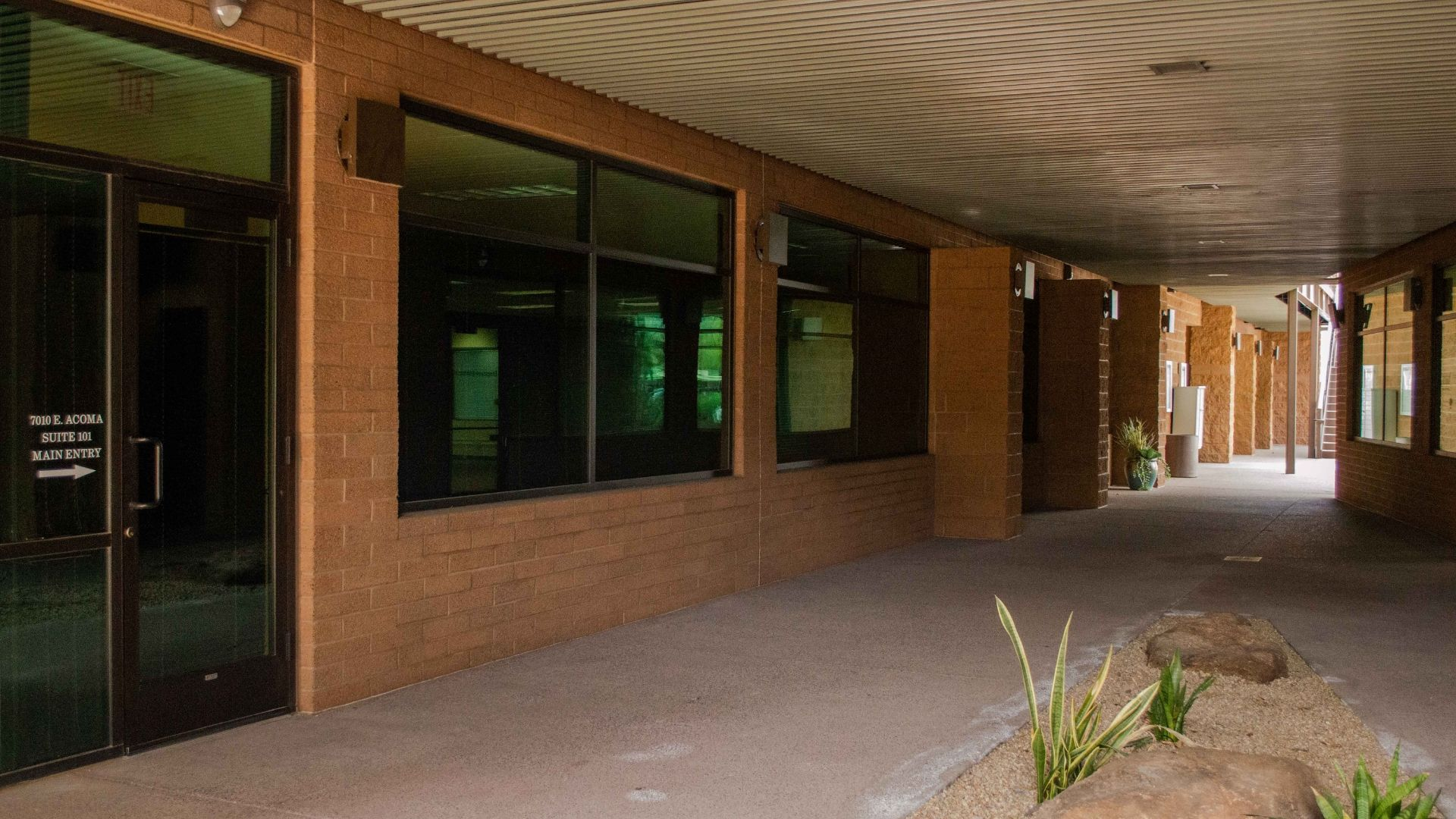 Scottsdale-Law-Firm-Hallway-View-From-Front-Arizona-Law-Doctor